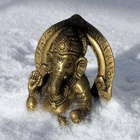 Kleiner Ganesha in der Frühlingssonne